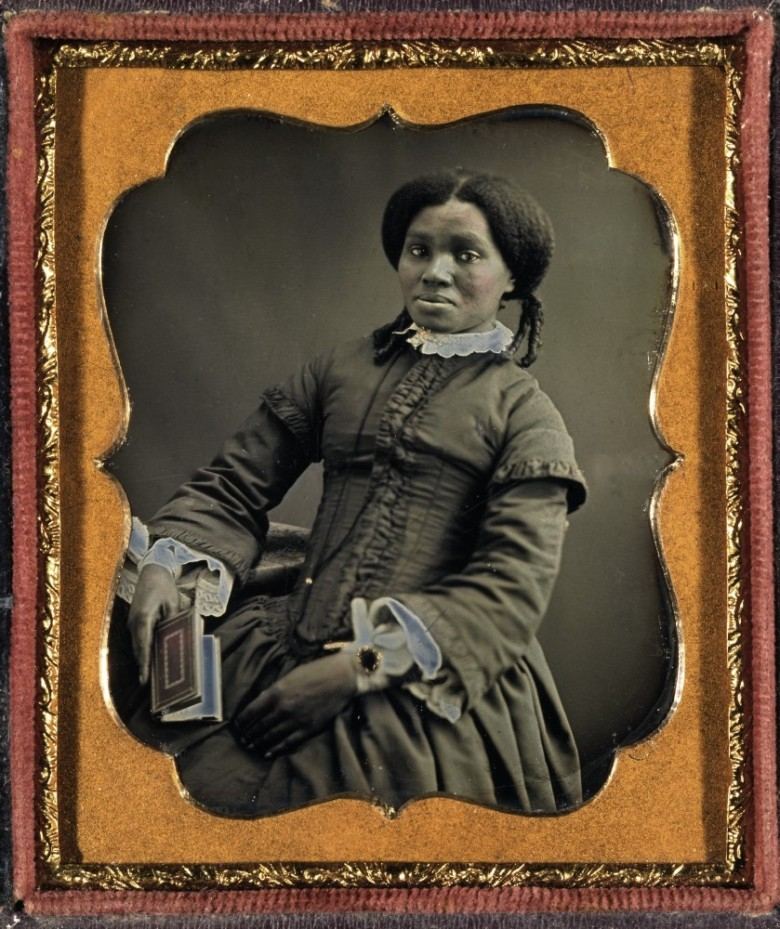 Portrait - Photo - African American woman with book