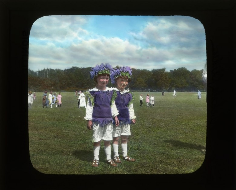 Portrait - Photo - Children in flower costumes
