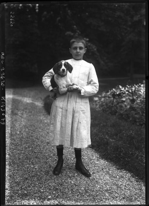 Portrait  - Photo - French boy and dog