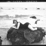 Portrait  - Photo - Girl posing on rocks by the beach - French photo