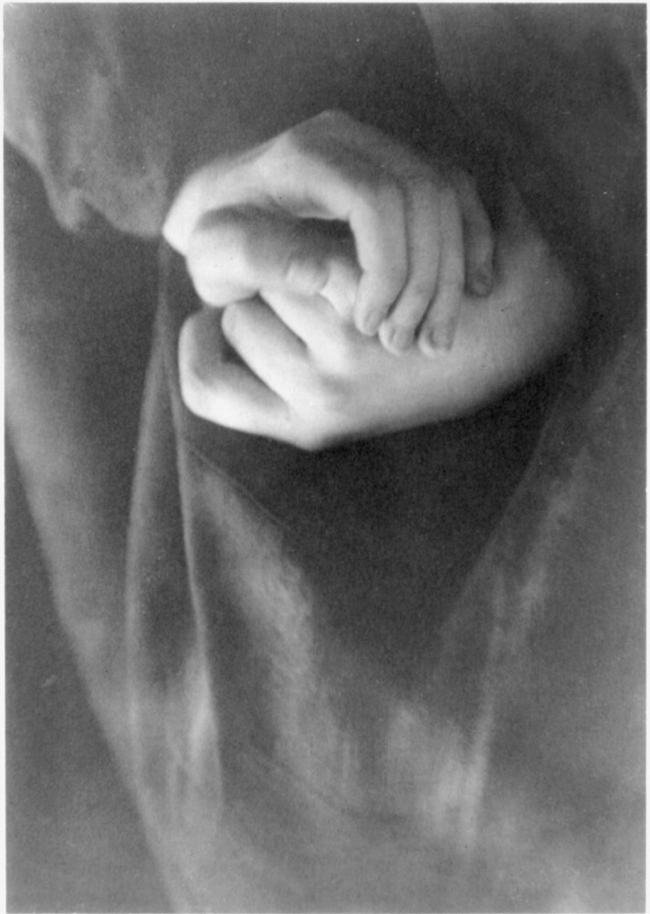 Portrait - Photo - Hands