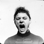 Portrait - Photo - Hysterical singing