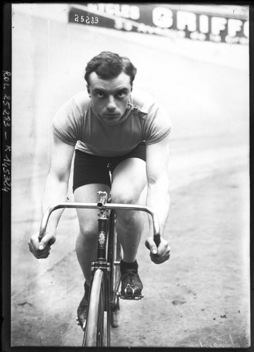 Portrait  - Photo - Male bicyclist photo