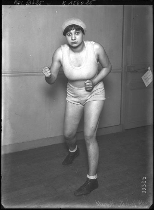 Portrait  - Photo - female boxer photo